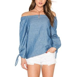 Free People : show some shoulder top chambray 520